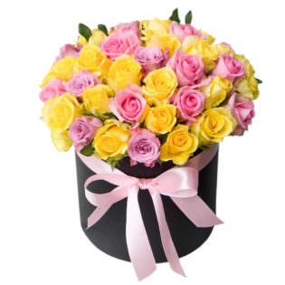 Цветы в коробке «Розы ассорти»