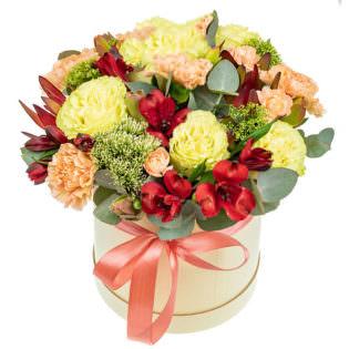 Цветы в коробке «Кремовый шик»