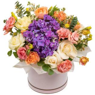 Цветы в коробке «Очарование»